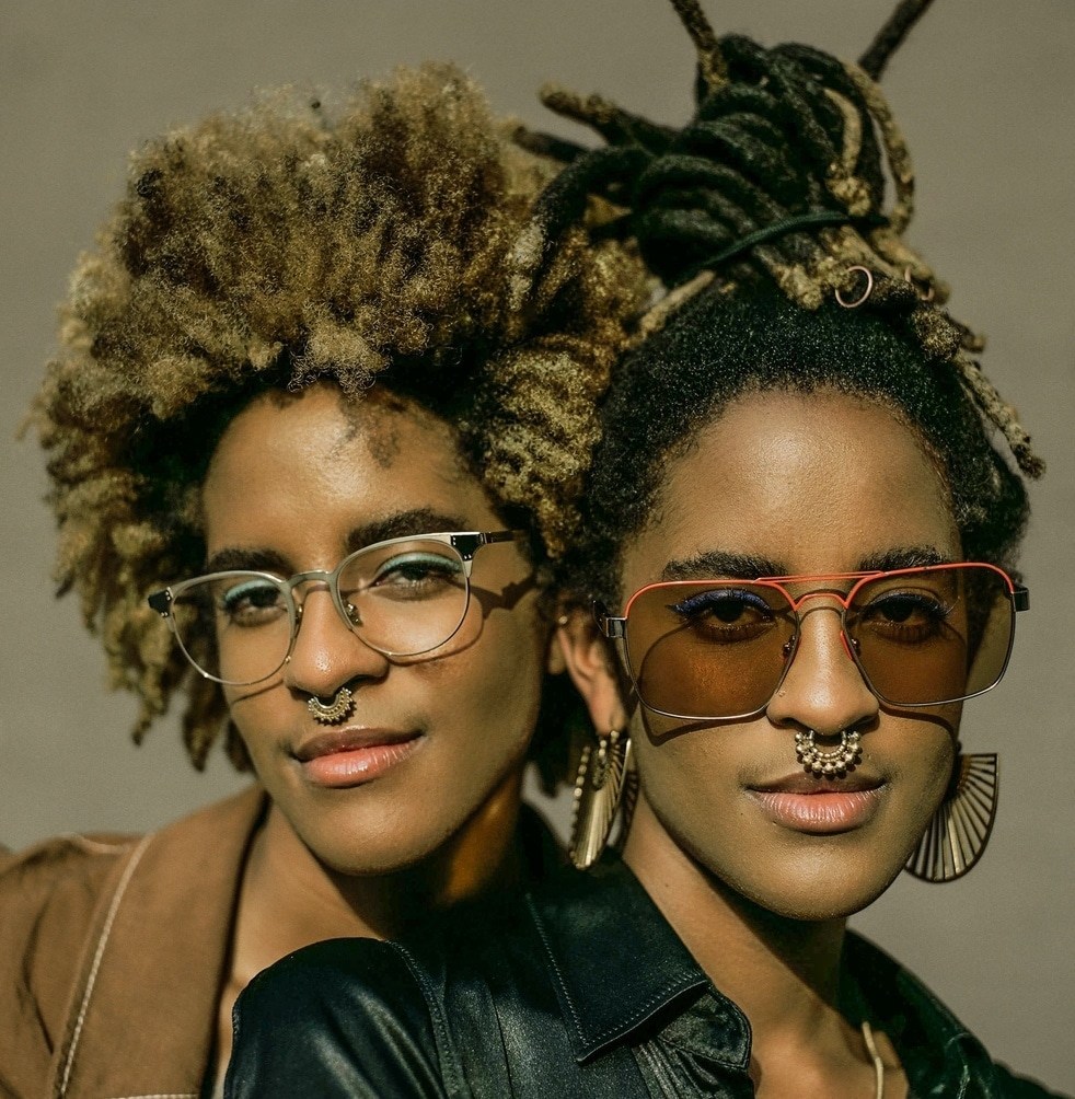 Meet Coco and Breezy. Planet cb is a collaboration with premium eyewear designers Coco and Breezy. These creative twin sisters are also entrepreneurs, DJs, influencers, visual artists, and co-hosts of Wonderama, a weekly variety TV show for kids. Link to soundcloud playlist.