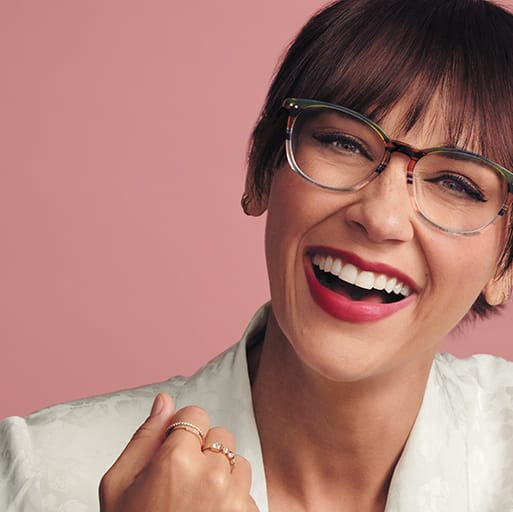 Actress Rashida Jones wears multi-colored acetate square glasses #4438529 in forest.